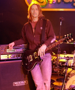 Myles-Kennedy_Alter-Bridge2006